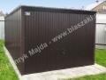 Czarny garaż 3x5 z bramą uchylną i dachem ze spadem na tył