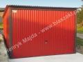 Czerwony blaszak 3x5 z wygodną bramą uchylną