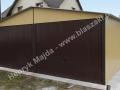 Brązowożółty garaż blaszany 6x5 dwuspadowy