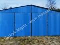 Niebieski blaszak RAL 8005, bramy otwierane na bok
