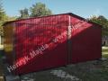 Wiśniowy podwójny garaż blaszany z dachem i bramami wzmocnionymi profilem zamknietym
