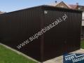 Czarny garaż blaszany o konstrukcji wzmocnionej profilem zamkniętym