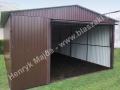 Ciemnobrązowy garaż blaszany z drzwiami podnoszonymi do góry