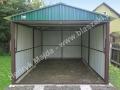 Zielony garaż blaszak dwuspad z uchyloną bramą