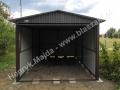 Ciemny szary garaż z dachem dwuspadowym wzmocnionym