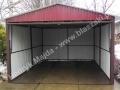 Wiśniowy garaż z dachem dwuspadowym